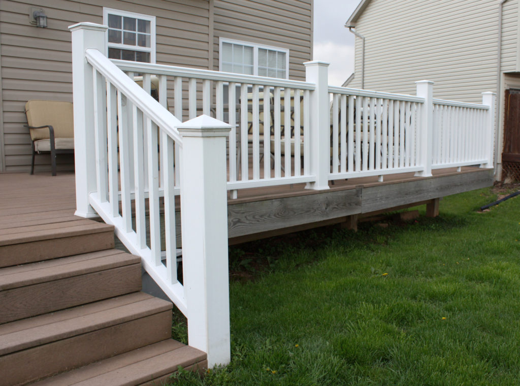 deck with vinyl railing material